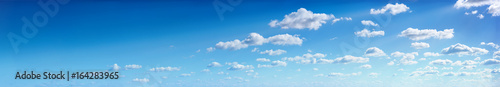 Photo Panorama of the blue sky with clouds