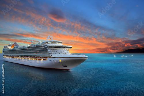 Billede på lærred Luxury cruise ship sailing to port on sunrise