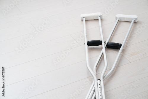 Canvas-taulu 松葉杖