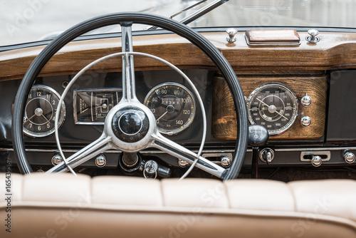 interior of a mercedes benz 170 S - oldtimer фототапет