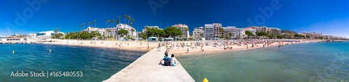 Obraz na płótnie Sandy beach in Cannes city with colorful houses and promenade on French riviera