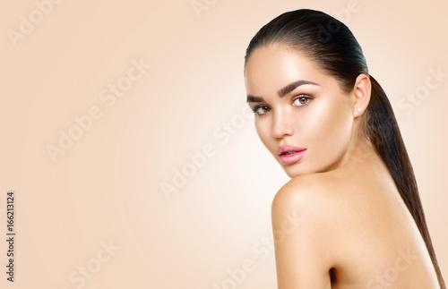 Carta da parati Beauty brunette spa model girl with perfect skin