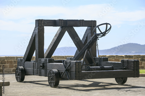 Leinwand Poster Old War wooden catapult in Sardinia