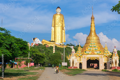 Photographie Monywa, Myanmar - October 8, 2016: Laykyun Sekkya in Monywa, Myanmar