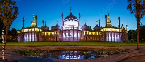 Royal Pavilion w East Sussex nocą, Brighton, Anglia