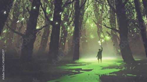 scena fantasy samego człowieka z pochodnią stojącego w lesie z bajek, cyfrowy styl, malarstwo ilustracja
