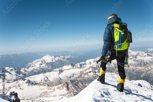 Fototapeta Professional guide - climber on the snow-covered summit of Elbrus sleeping volca