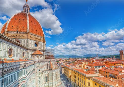 Slika na platnu Above view Santa Maria del Fiore (Cattedrale di Santa Maria del Fiore) in Florence, most famous of the architectural edifice of the Florentine Quattrocento
