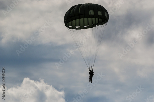 Canvas Print PARACHUTE JUMP - Soldier of the airborne troops
