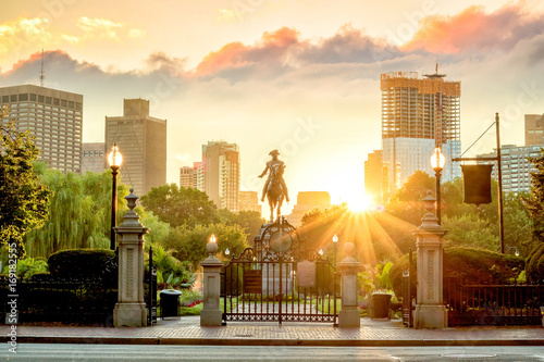 Cuadros en Lienzo George Washington monument in Public Garden Boston