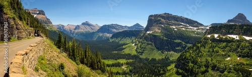 Photo Going to the Sun Road with panoramic view of Glacier National Park, Montana