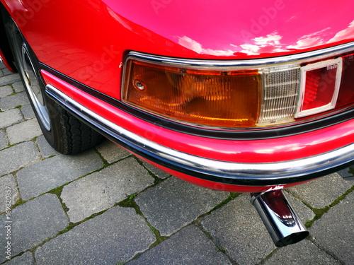 Photo Rote deutsche Sportwagen Legende der Sechziger Jahre mit Sportauspuff aus Chrom