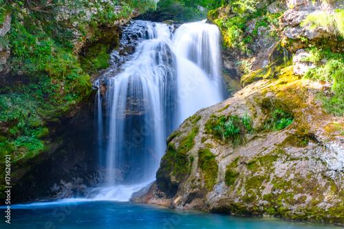 Fotografia Waterfall at Soteska vintgar, Slovenia (The Vintgar Gorge or Bled Gorge)