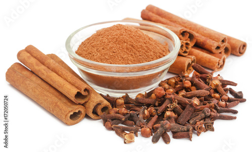 Photo Some aromatic cinnamon with star anise