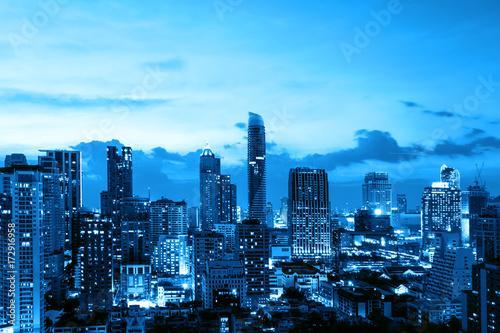 Obraz na płótnie Miejski pejzaż w niebieskim filtrze