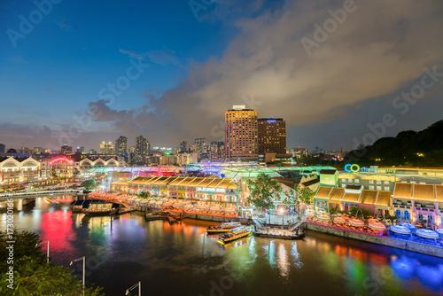 Fotografia Colorful light building at night in Clarke Quay, Singapore