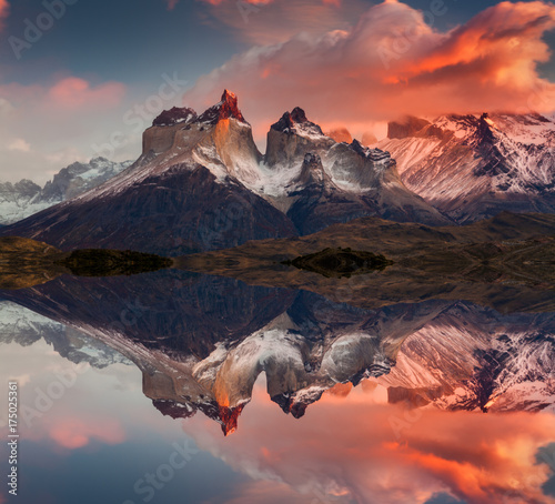 Sunrise in Torres del Paine National Park, Lake Pehoe and Cuernos mountains, Pat Fototapet