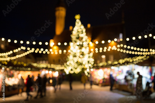 Photographie christmas market at tallinn old town hall square
