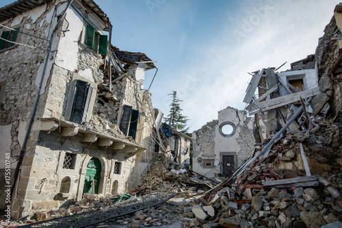 Fotografija City destroyed by an earthquake