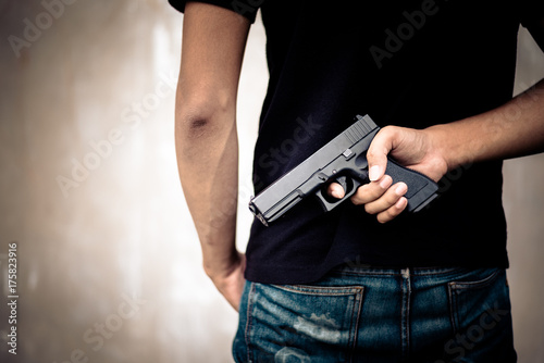Fotografie, Tablou Robber hide gun in his back