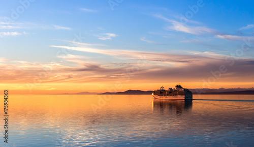 Obraz na plátně Cruising into the Sunset