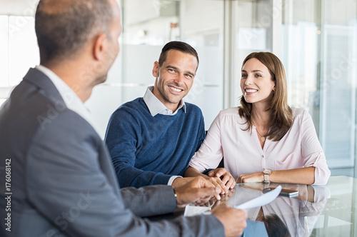 Slika na platnu Businessman with customers