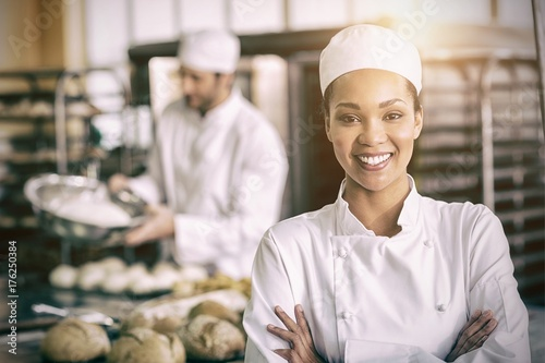 Photographie Happy female baker smiling at camera