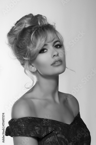 Canvas Print portrait of a beautiful blonde woman in retro dress 50-s style
