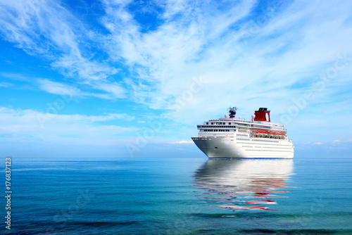 Big cruise liner moord in Mediterranean sea Fototapeta
