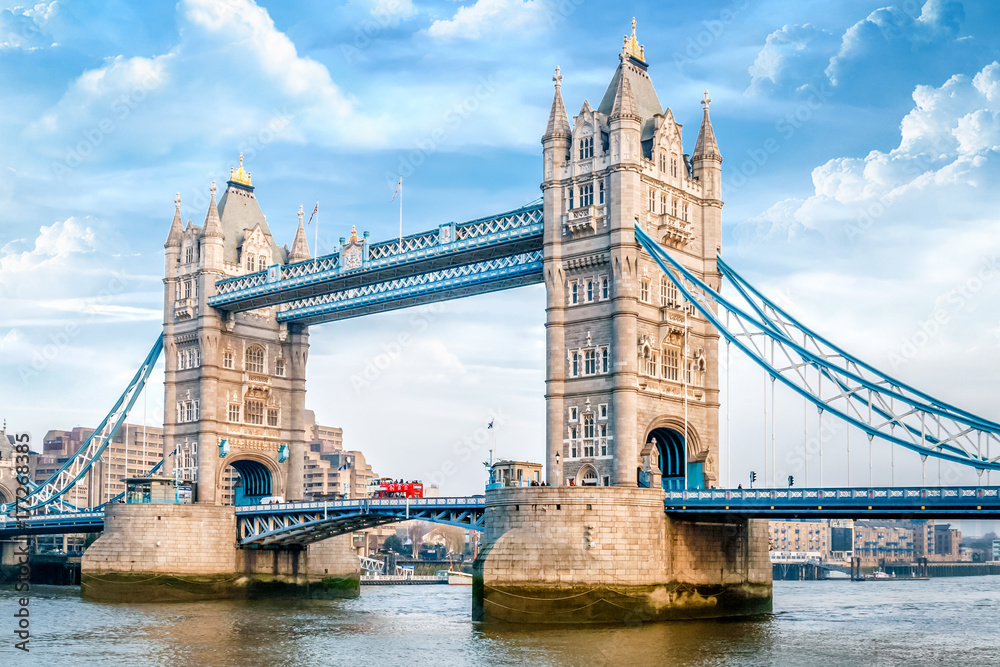 London Tower Bridge am Tag <span>plik: #177268385 | autor: refresh(PIX)</span>