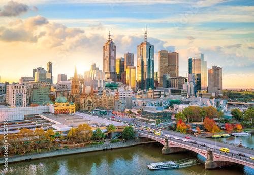 Fototapeta premium Panoramę miasta Melbourne o zmierzchu