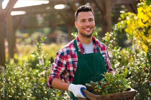 Canvas-taulu Man working in garden center