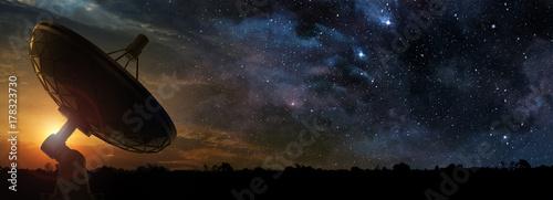 Slika na platnu radio telescope at the dawn of a starry night