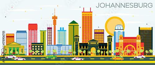 Fototapeta premium Johannesburg Skyline z kolorowymi budynkami i błękitnym niebem.