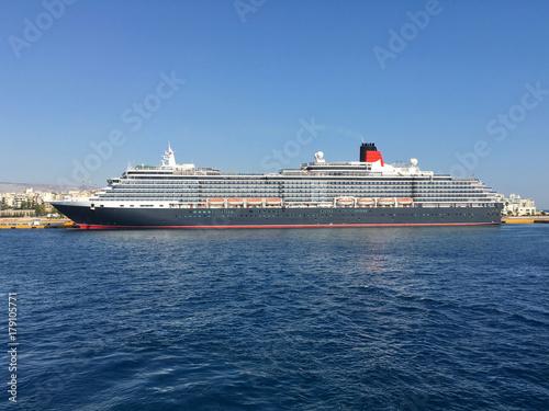Obraz na płótnie Classic Cunard luxury cruise ship cruiseship ocean liner Queen Victoria in port