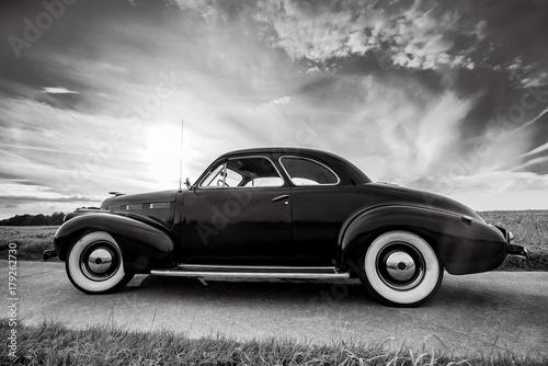 Oldtimer- Klassiker, Cadillac Lasalle Coupe, schwarzweiß Fototapeta