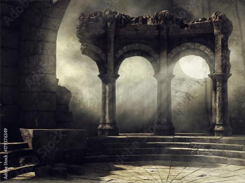Fotografia Ruiny starożytnego teatru na tle pełni księżyca
