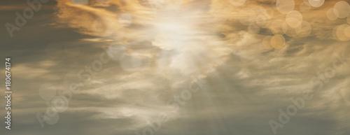 Foto Beautiful sun rays with orbs