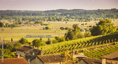 Photographie train passes in the valley of Saint Emilion