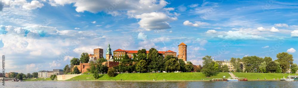 Zamek Królewski na Wawelu w Kracowie <span>plik: #181075323 | autor: Sergii Figurnyi</span>