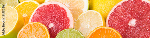 Foto different citrus fruits view from above, bright background