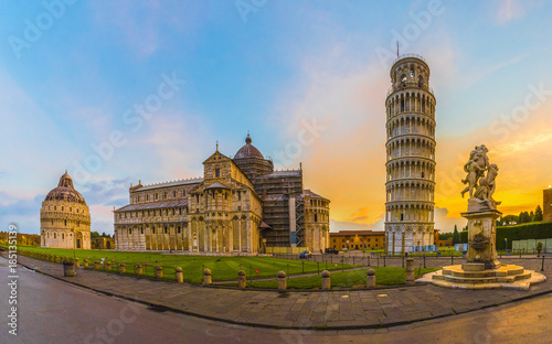 Fotografia Pisa Cathedral with Leaning Tower of Pisa on Piazza dei Miracoli in Pisa, Tuscany, Italy