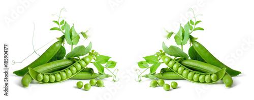 Fotografia Green peas isolated on white background.