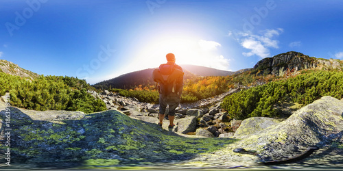 Foto Hiking in Mountain Trail - 360 VR Virtual Reality Panorama - Natural Landscape