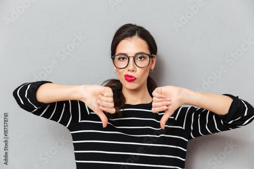 Fotografie, Tablou Portrait of a unsatisfied woman in eyeglasses