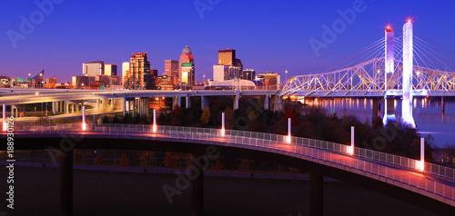 Obraz na płótnie Louisville, Kentucky skyline at dusk