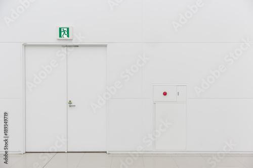 Slika na platnu emergency fire exit door white clean new fire extinguisher fire alarm