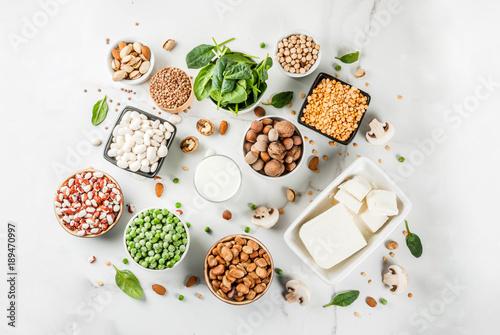 Fotografia Healthy diet vegan food, veggie protein sources: Tofu, vegan milk, beans, lentils, nuts, soy milk, spinach and seeds