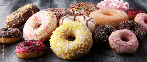 Canvastavla assorted donuts with chocolate frosted, pink glazed and sprinkles donuts