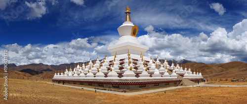Photo tibetan stupa in china